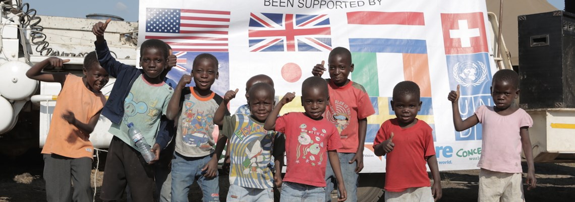 Children say thank you for mine free Mozambique 2, HALO Trust.