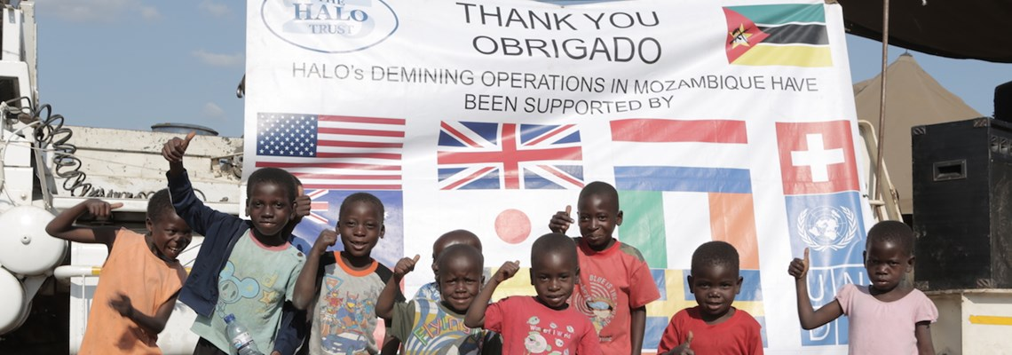 Children say thank you for mine free Mozambique 2
