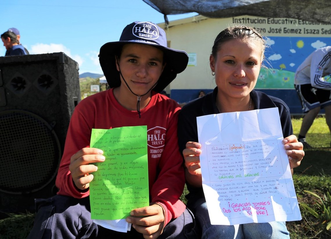 Colombian deminers with letters from the letter campaign, HALO Trust.