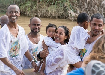Ethiopians at baptism site of Christ on Epiphany 2016, HALO Trust.