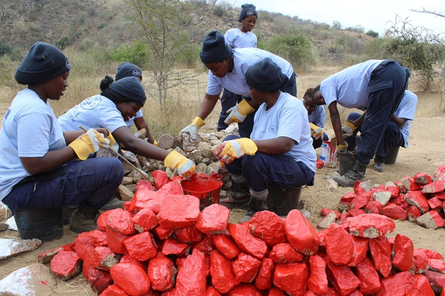 100 Women in Demining team prepare red stones for marking the minefields in Kanenguerere.