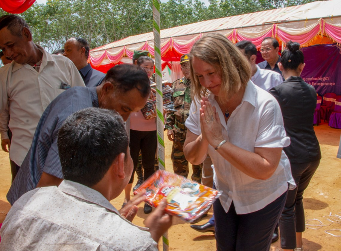 Ambassador Redshaw met local people whose daily lives are affected by landmines